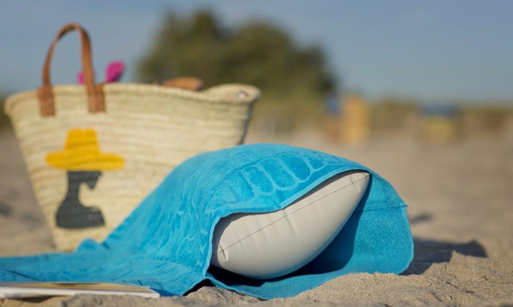 beachrelaxer Strandtuch Strandlaken Sandori Aqua Kissen eingeschoben