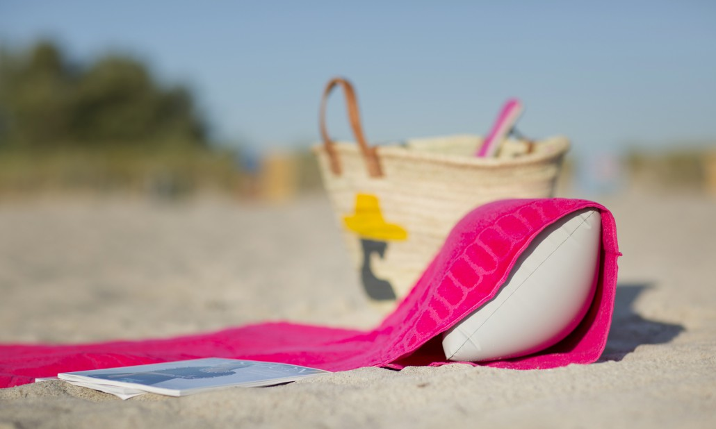 beachrelaxer Strandtuch Strandlaken Sandori Fuchsia Pink Kissen eingeschoben