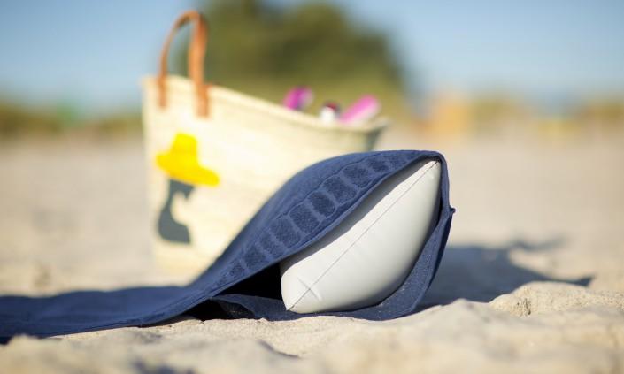 beachrelaxer Strandtuch Strandlaken Sandori Marine Navy Kissen eingeschoben