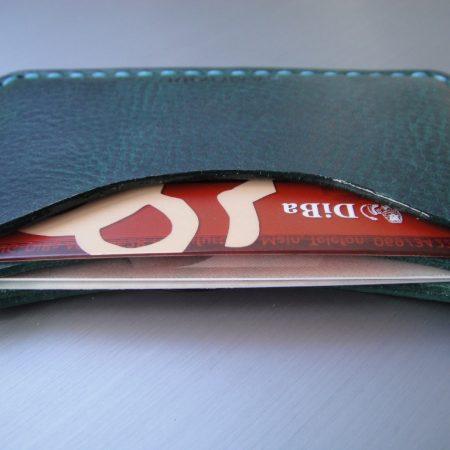 Sandori Kreditkartenetui Leder genarbt dunkelgrün Naht türkis 2 (1024x768)